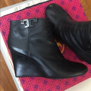 Black Ankle Booties-Tory Burch New Tumbled Vitello
